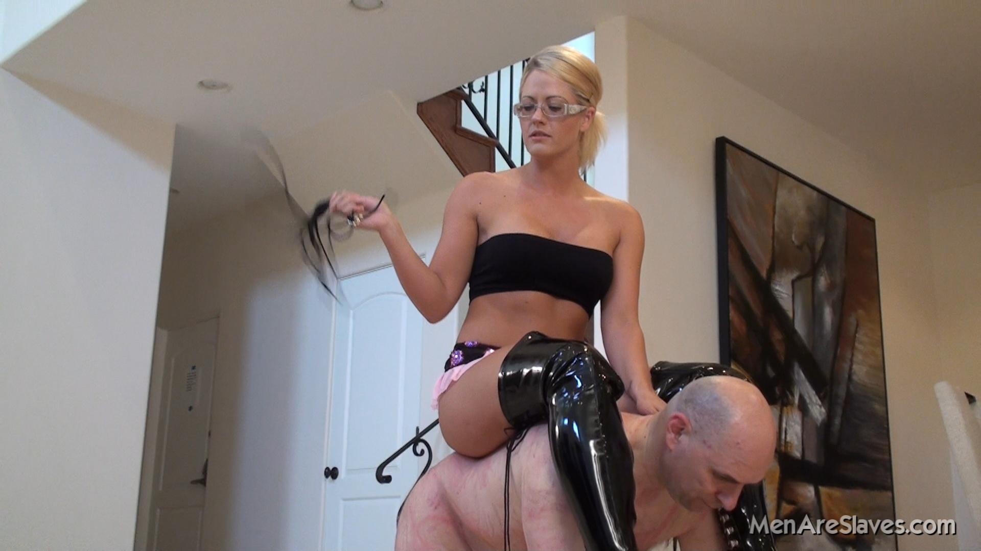 Пукают на рабов, Госпожа пукает - видео Fuck Fishing 12 фотография