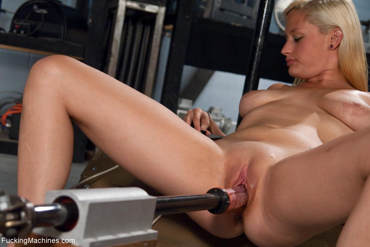 Худенькая киска порно фото шеечной