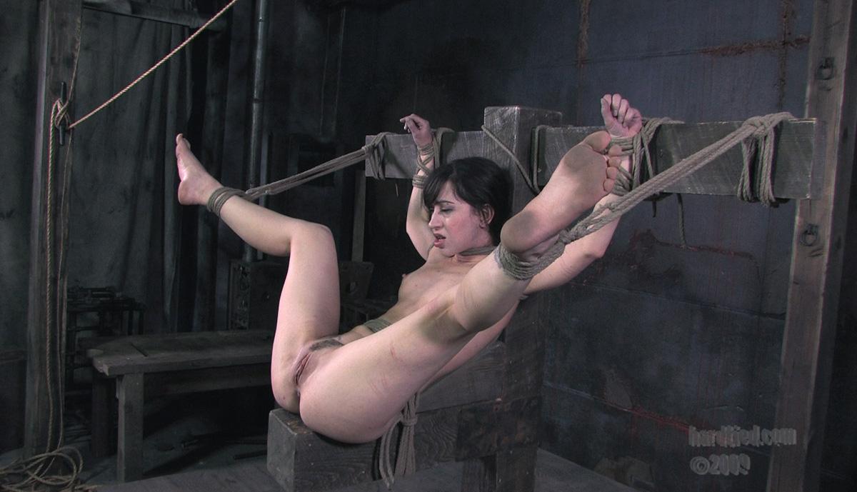 Садомазо пытки над кункой