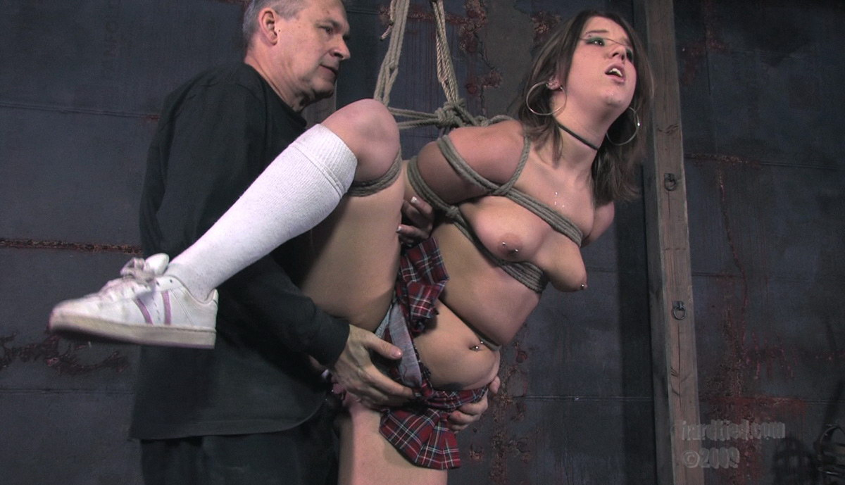 plennitsi-seksa-svyazannie-verevkami