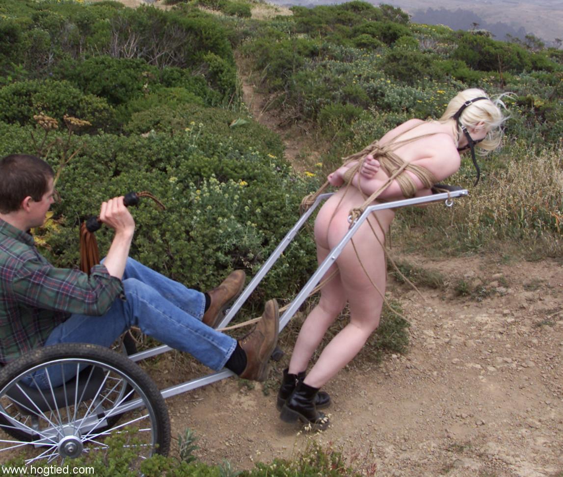секс раба запригают и ездят