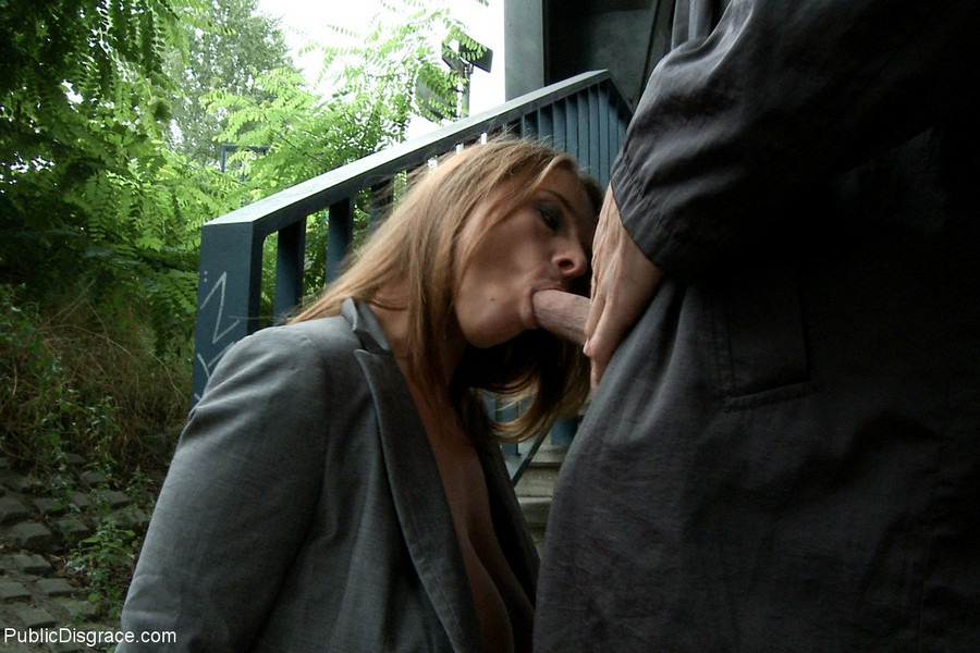 в общественных местах порно отсасывают
