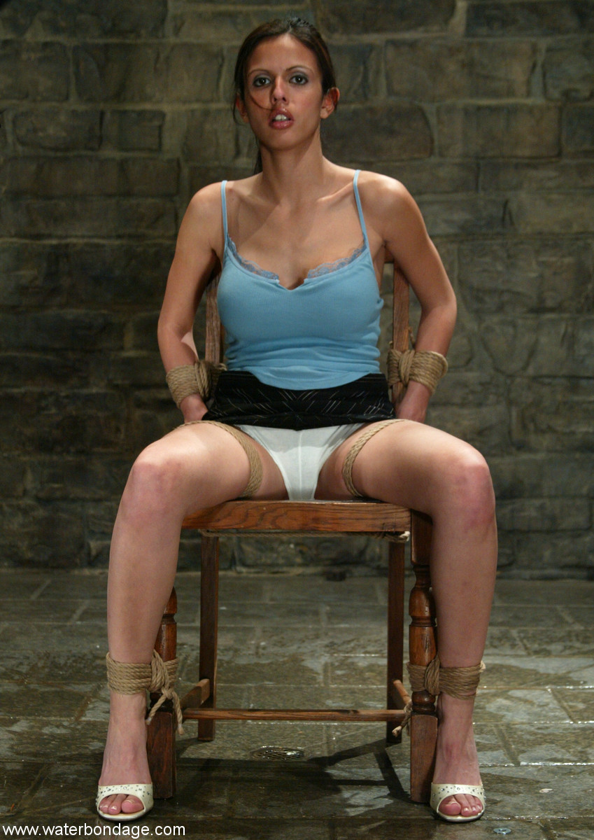 Image URL: http://www.bdsm-list.net/gallery/waterbondage/0420-th/sn001.jpg  Click to view this fusker
