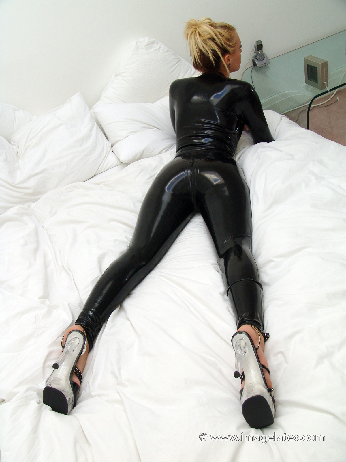 lak og latex strapon mistress